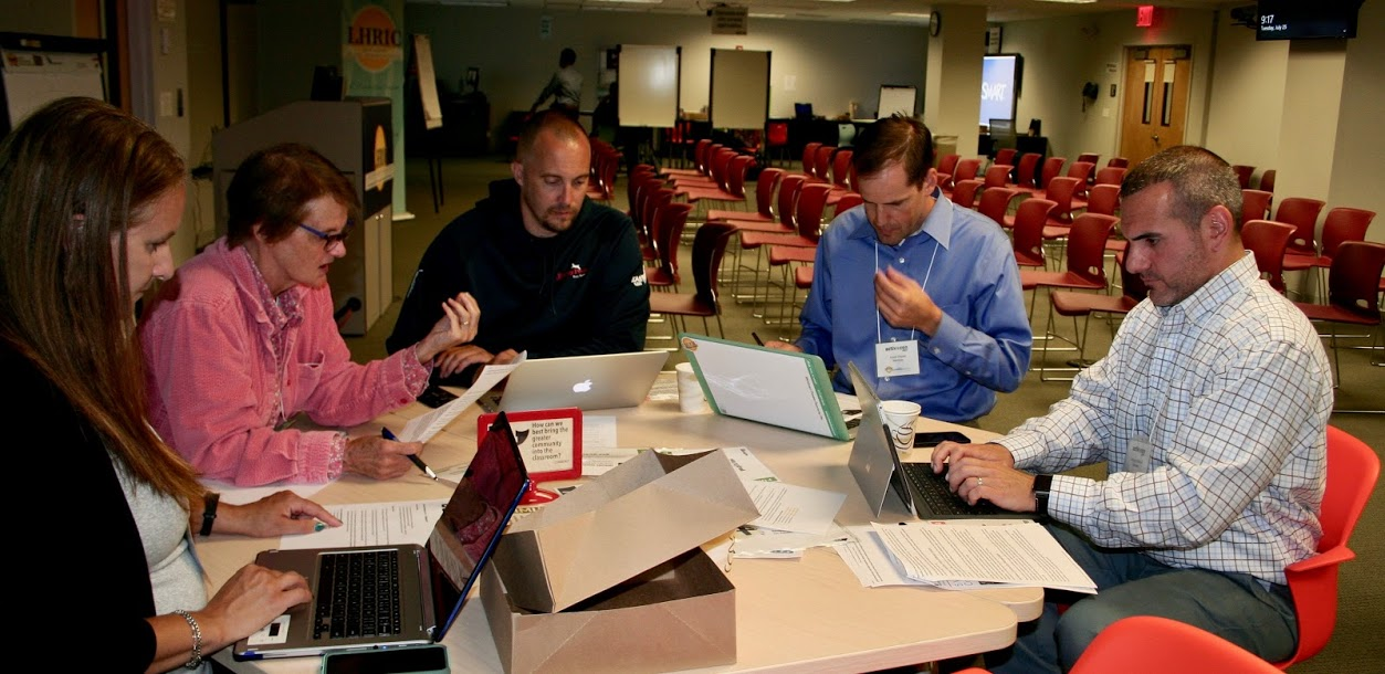 photo activ-con 2017 attendees at work