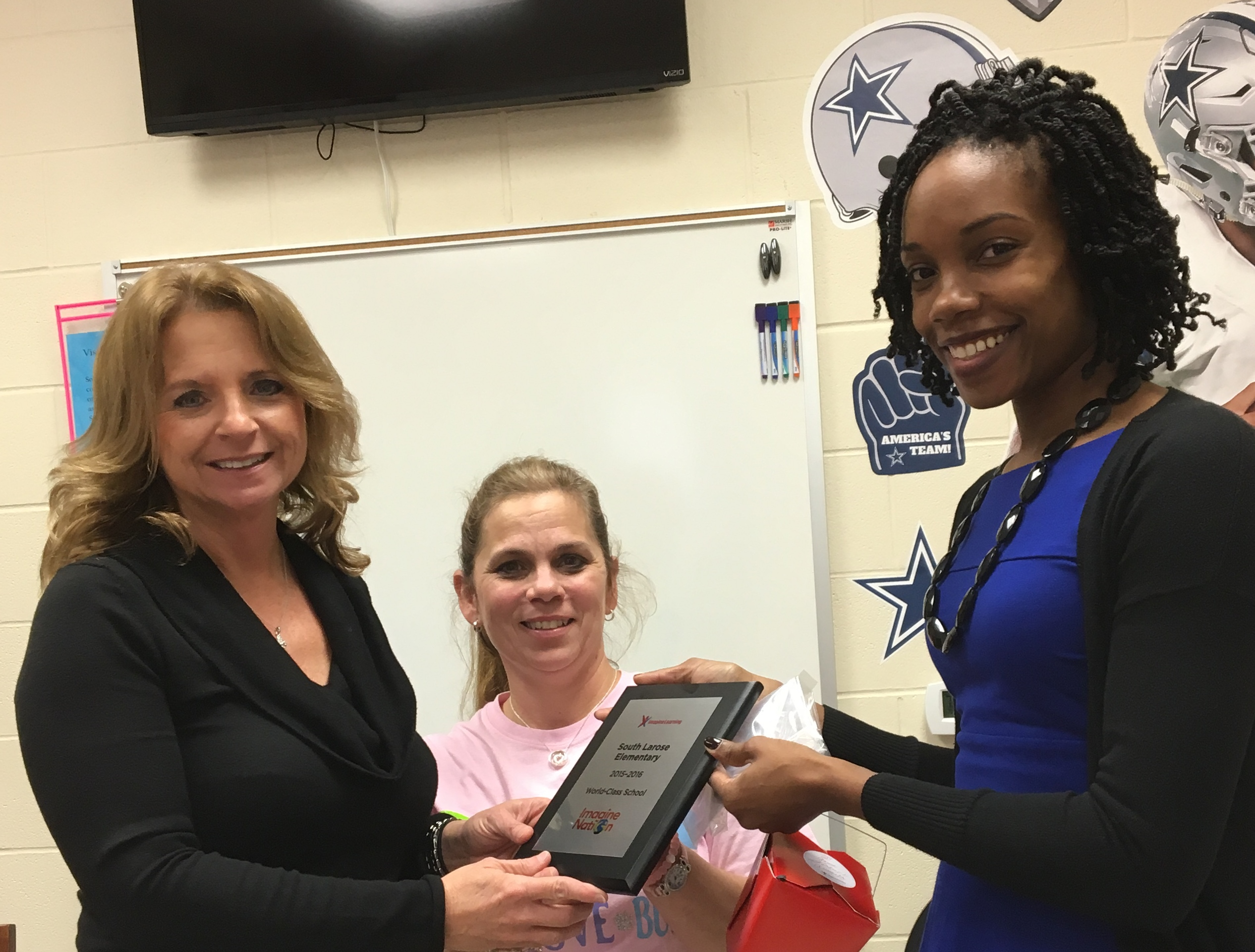 South Larose Elementary has received the 2015-2016 World Class Imagine School Award.